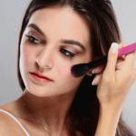 Women makeup in summer - महिलाएं गर्मी के दिनों में मेकउप कैसे करें