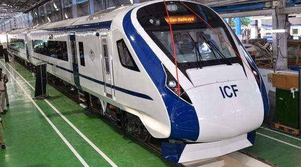 Train18-Varanasi-Delhi-Speed-Kya-Hai ट्रेन 18 की खासियत