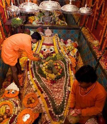लेटे हनुमान जी का मंदिर प्रयागराज
